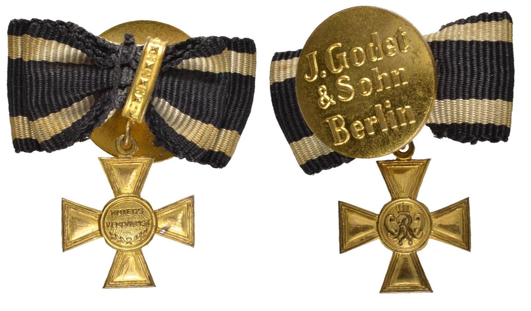 Goldenes) Militär-Verdienstkreuz. Miniatur, Anfertigung der Firma J. Godet  & Sohn in Berlin, Buntmetall vergoldet, an Trageschleifchen, mit  Reversknopf mit Herstellerbezeichnung.